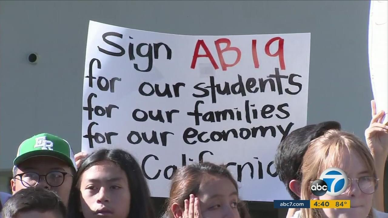 AB 19 would grant first-time, full-time community college students in California a year of free tuition.