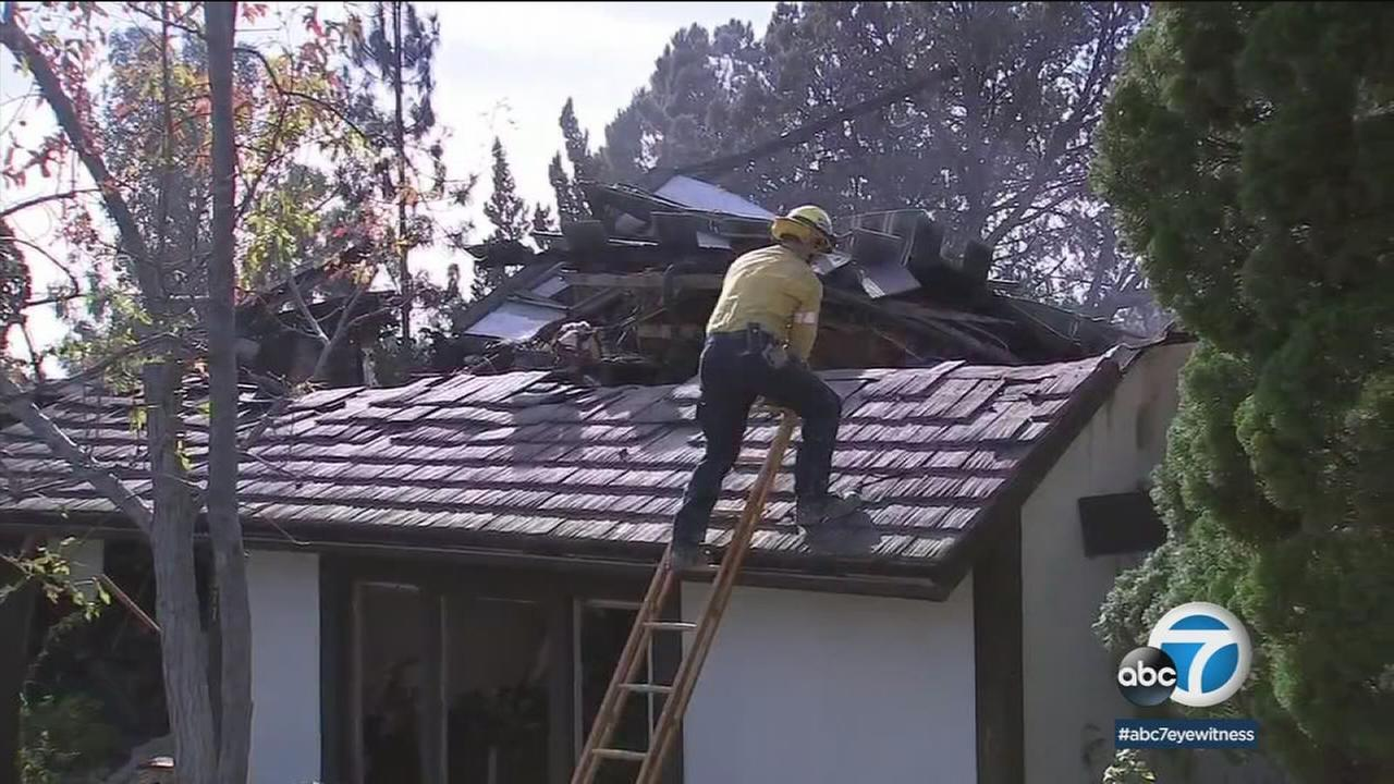 'A home is seen damaged from the Skirball Fire that burned in the Bel Air area on Wednesday, Dec. 6, 2017.' from the web at 'http://cdn.abclocal.go.com/content/kabc/images/cms/automation/vod/2753718_1280x720.jpg'