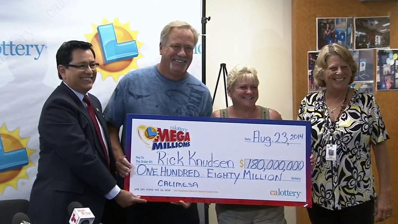 Rick and Lorie Knudsen are presented with their $180 million winnings from the Mega Millions jackpot on Wednesday, Sept. 3, 2014.