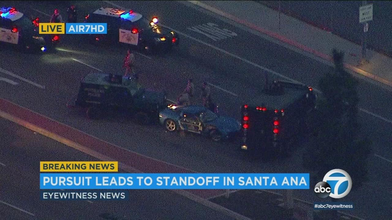 Santa Ana police and California Highway Patrol officers were in a standoff with a chase suspect in a blue Corvette just off the 55 Freeway Monday.