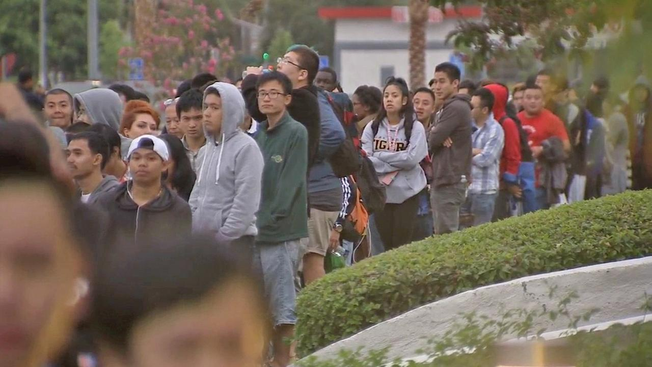 A crowd lines up in Cerritos for the iPhone 6 on Friday, Sept. 19, 2014.