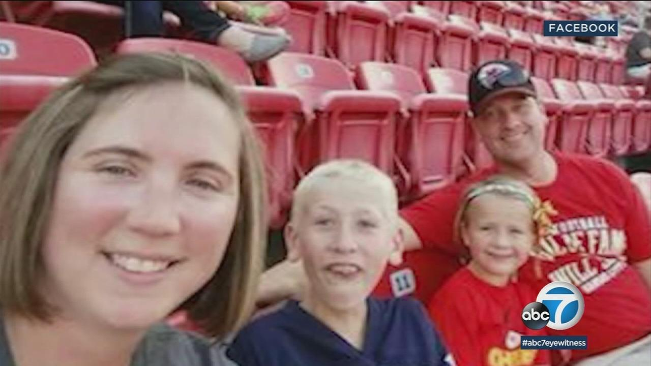 Autopsies indicate an Iowa couple and their two children died from inhaling toxic gas at a rented condo on Mexicos Caribbean coast, but there was no sign of foul play or suicide.