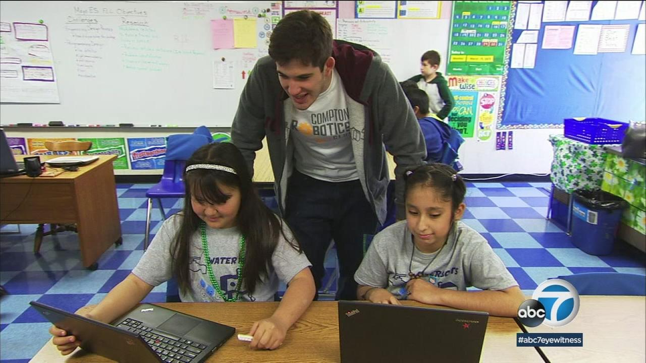 Ben Indeglia teaches children about robotics in this photo.