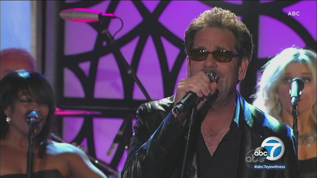 Huey Lewis is shown singing during an ABC News event.