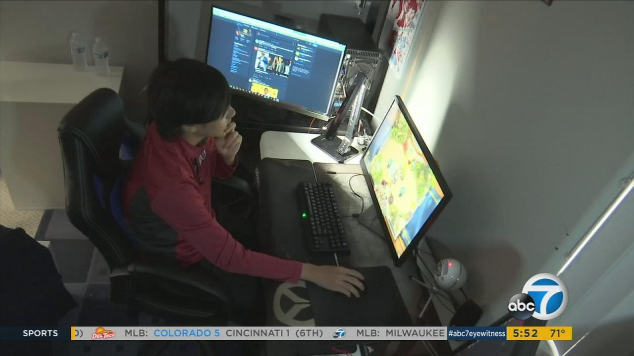 An Arcadia teen landed a Division 1 scholarship to University of Utah for gaming.