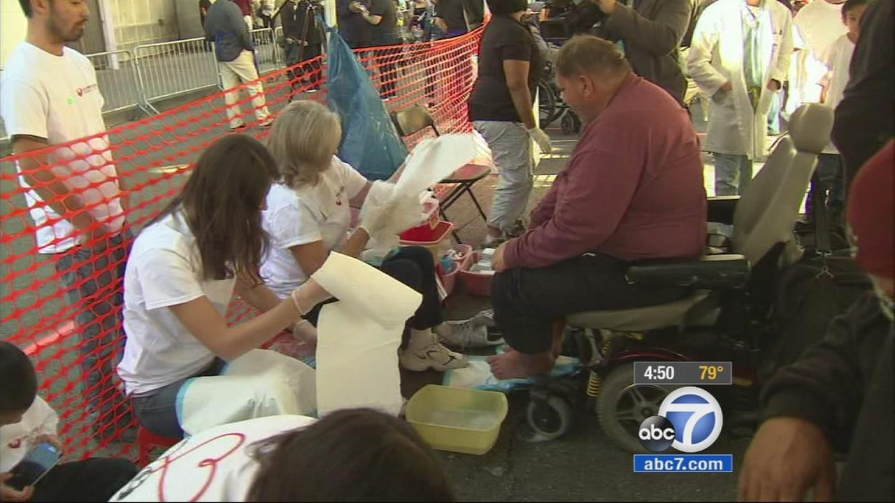 LA Mission feeds thousands for early Thanksgiving