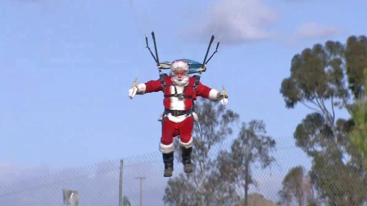 121814-kabc-6pm-ie-skydiving-santa-vid