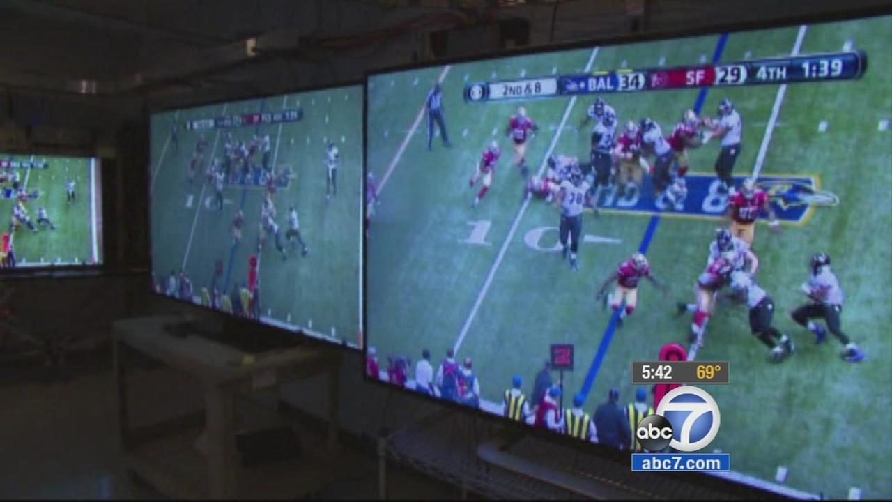Consumer Reports suggest purchasing a TV with a screen 50 inches or larger, offers quality sound and picture, and can handle fast moving action for a Super Bowl party.