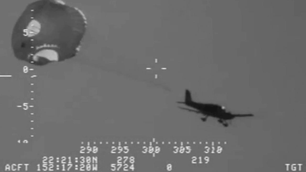 Coast Guard video shows a pilot ditching a small-engine plane near Hawaii on Sunday, Jan. 26, 2015.