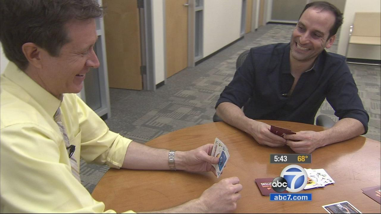 Co-creator Elan Lee plays the card game Exploding Kittens with ABC7 reporter Rob Hayes.