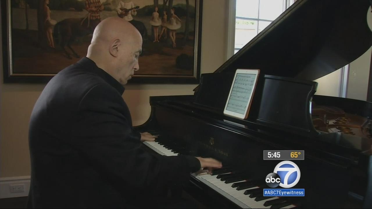Legendary pianist Mike Garson took his talents from the stage to the studio to compose songs for people suffering from Parkinsons and Alzheimers disease.