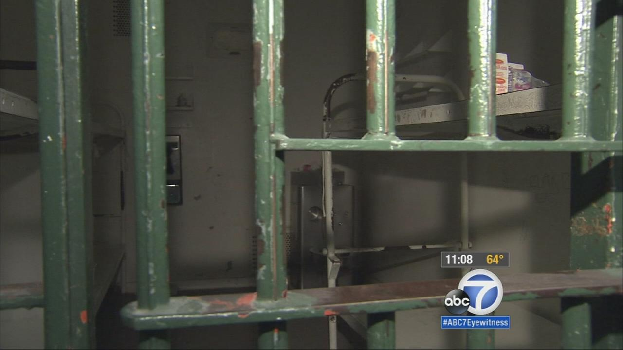 ABC7 anchor David Ono gets a rare look inside the Los Angeles Mens County Jail and learns what it is like for deputies working in the old facility.