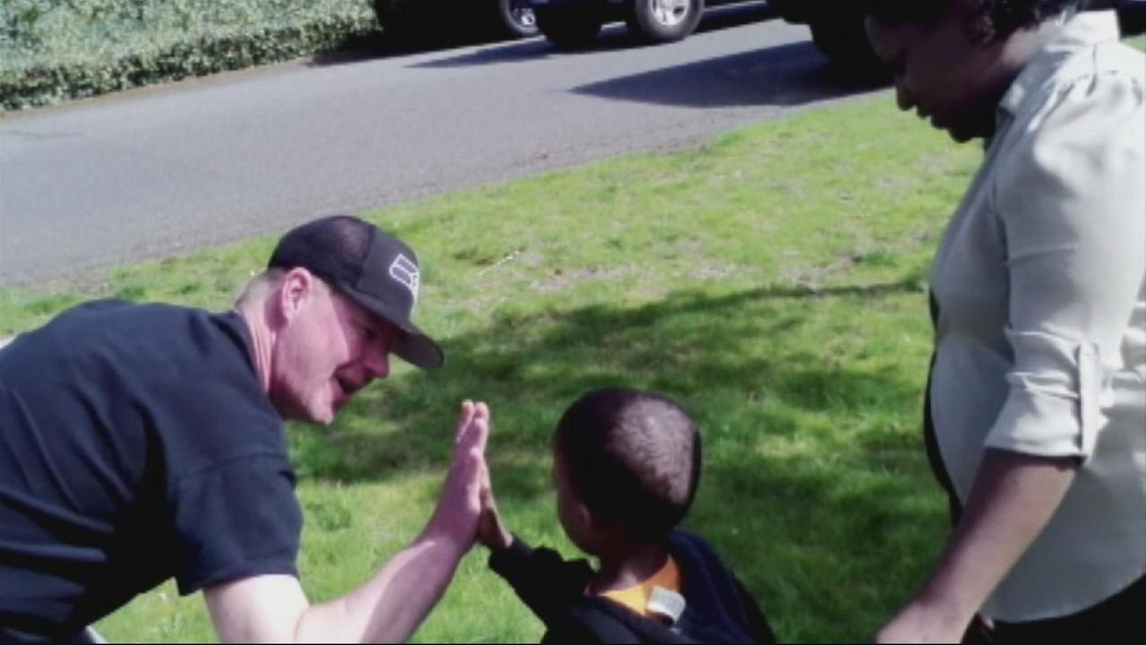 A Good Samaritan in Washington, who saved a 4-year-old boy from running into traffic, was found after police had been searching for him to say thanks.