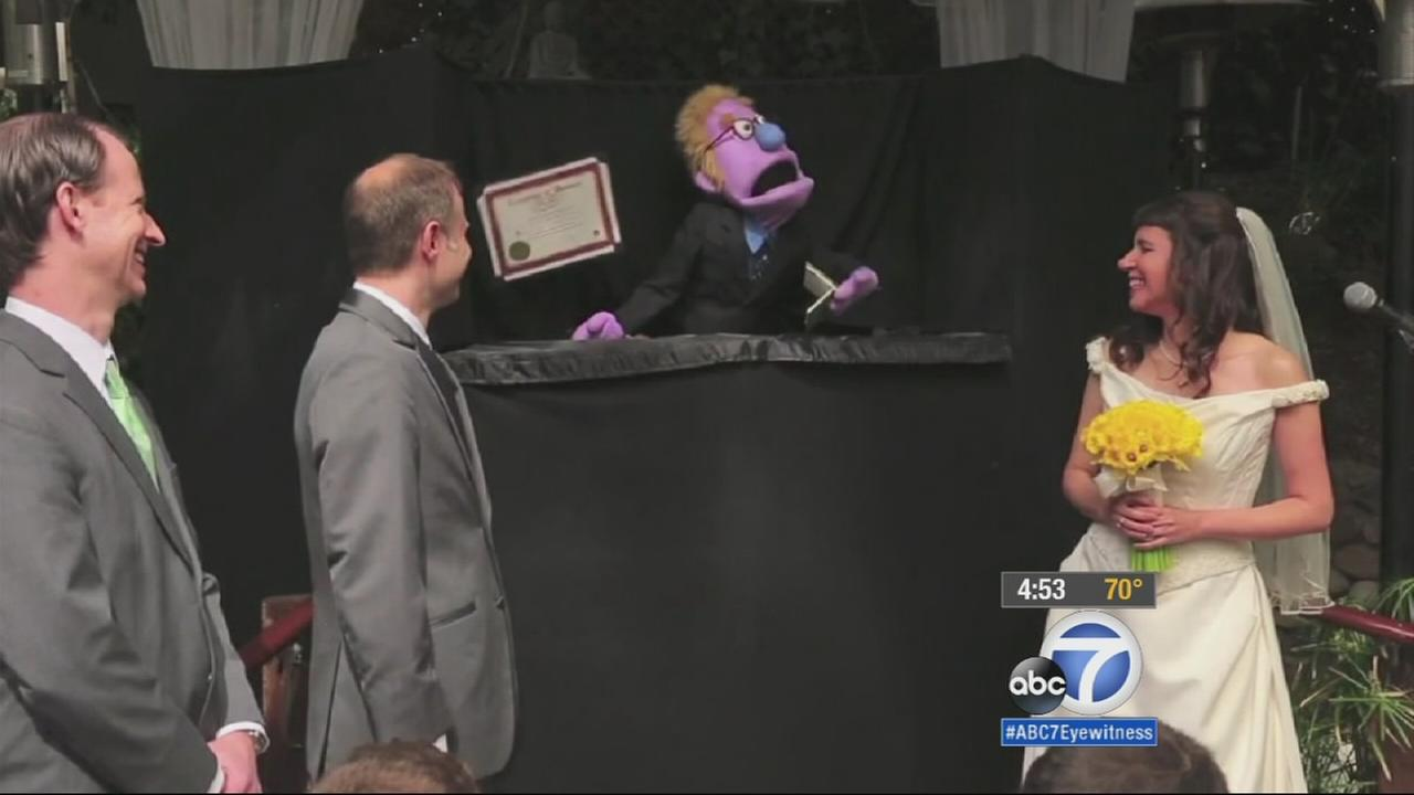 Two zany kids in love from Sherman Oaks pulled off a memorable and unique wedding: Their wedding was officiated by puppets.