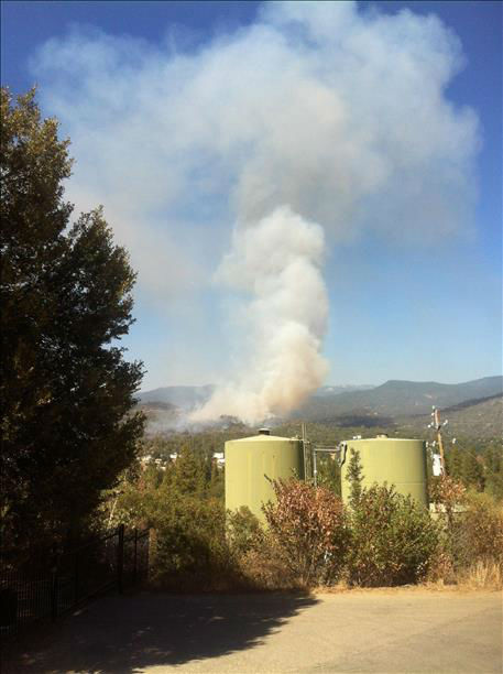 Juction Fire burning in Oakhurst California <span class=meta>smasai87</span>