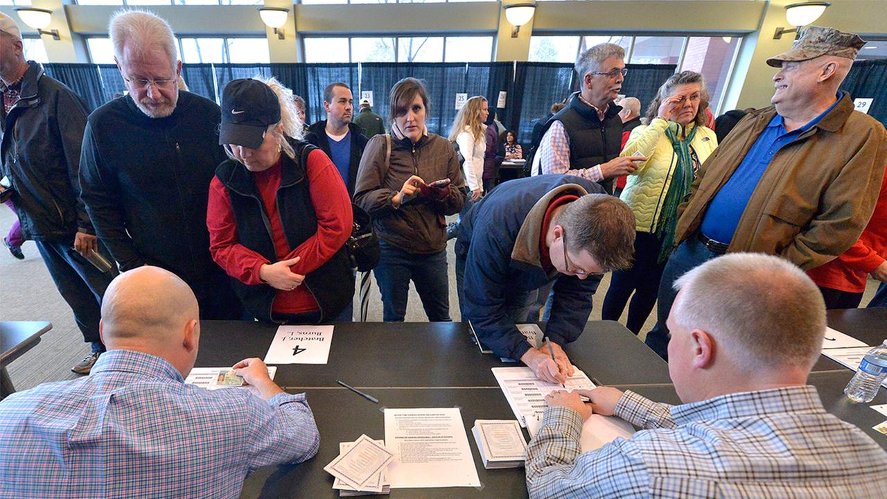 Voters sign in to receive their ballot to participate in the 2016 Republican caucus Saturday, March 5, 2016 in Bowling Green Ky.