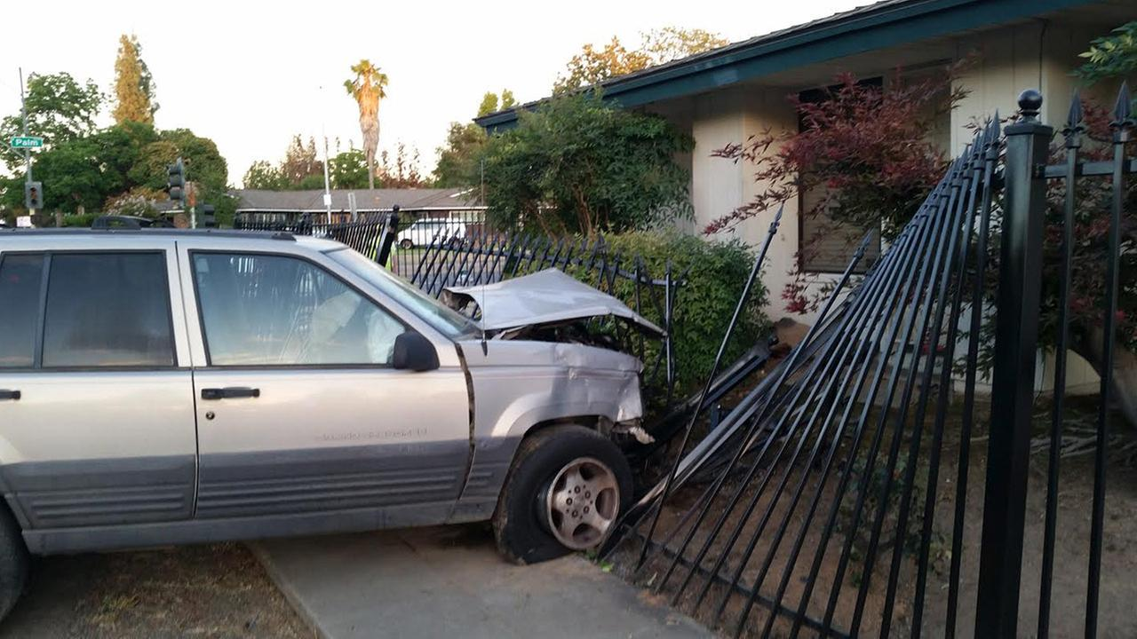 Northwest Fresno crash sends 2 people to hospitals