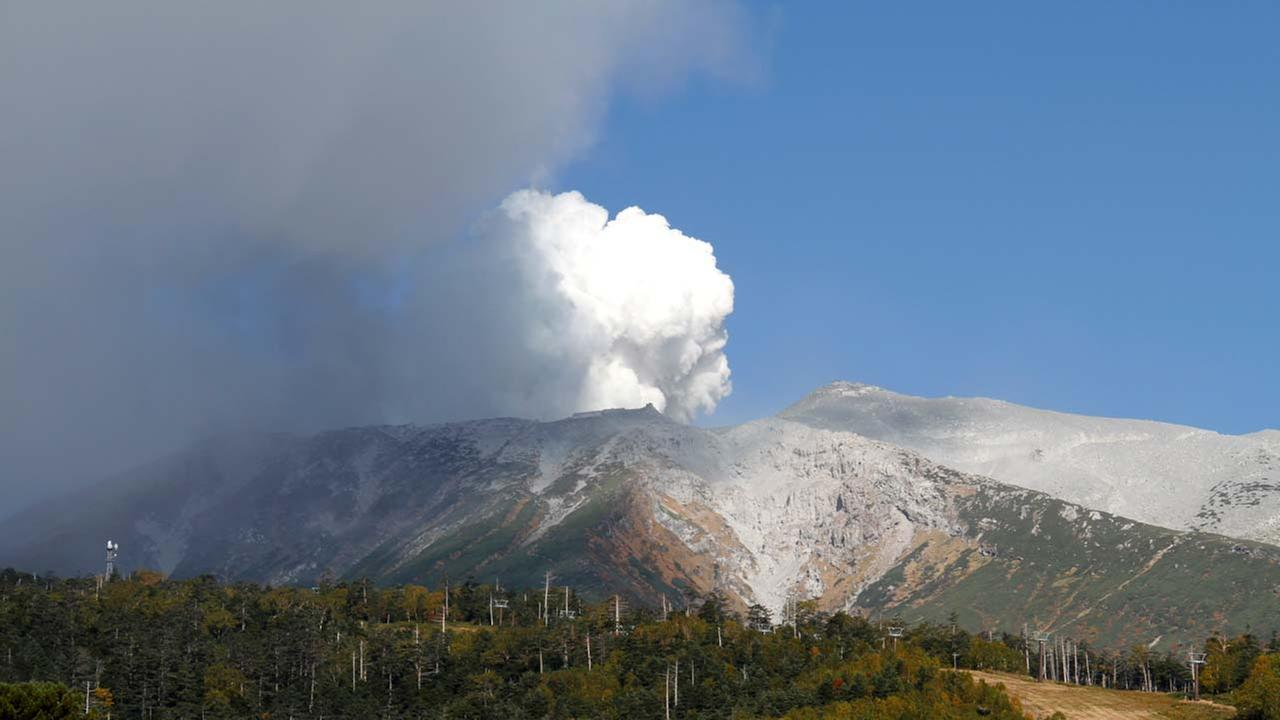 9 injured in apparent volcano eruption near Japan ski resort
