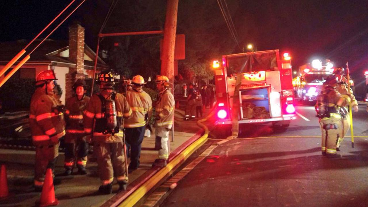 Central Fresno apartment fire displaces several people