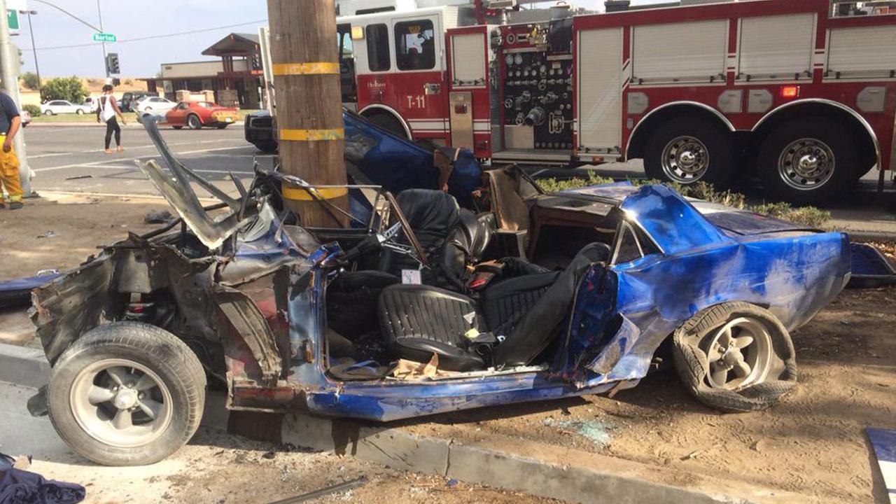 Car slams into pole in Northeast Fresno