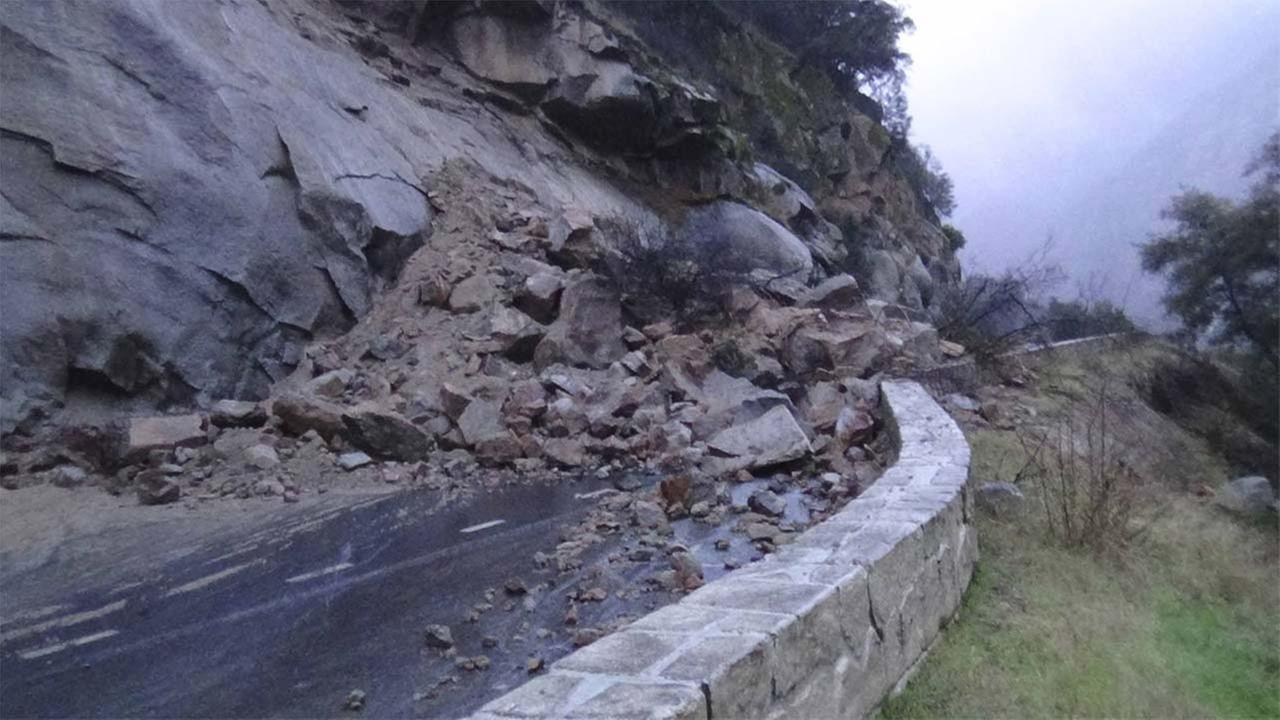 Rock slide on Highway 140 in Yosemite National ParkYosemite National Park