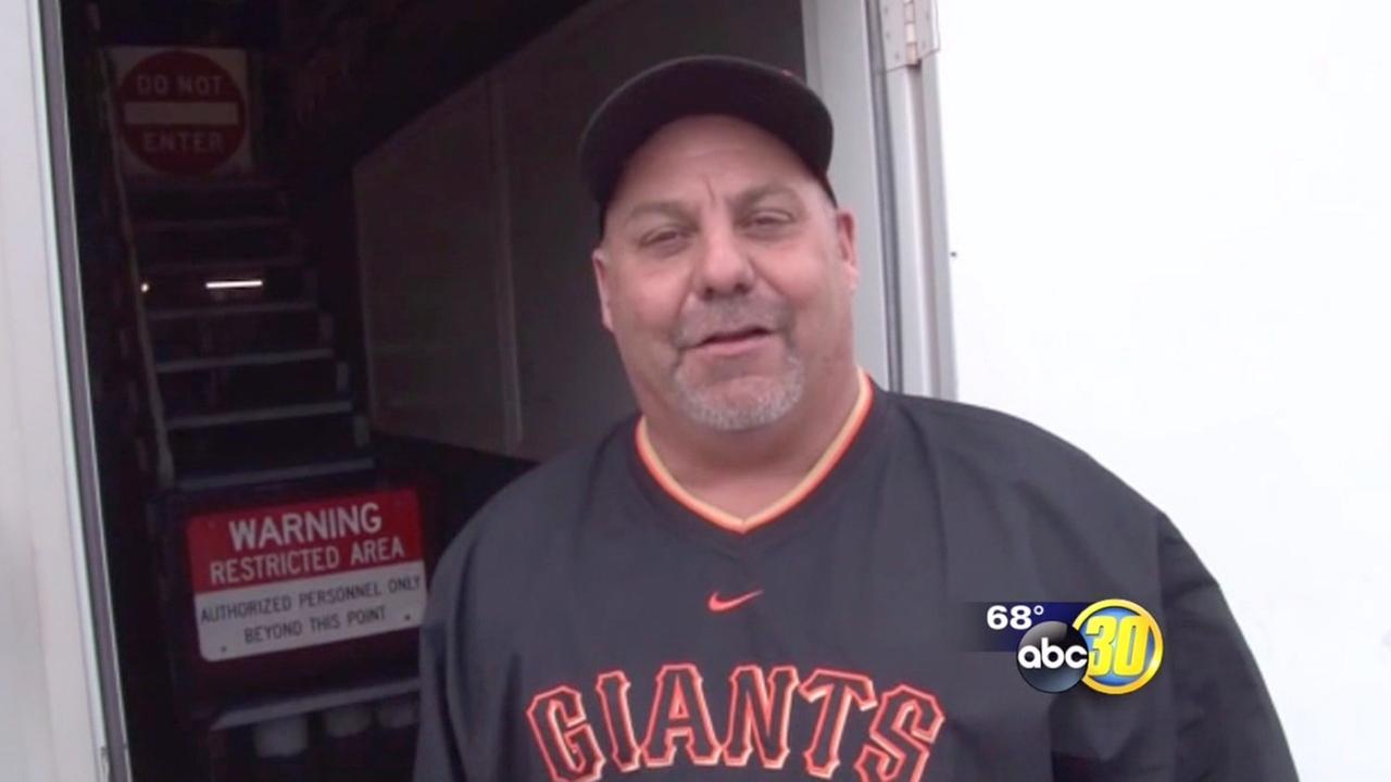 Giants fan returns home run ball, gets World Series tickets
