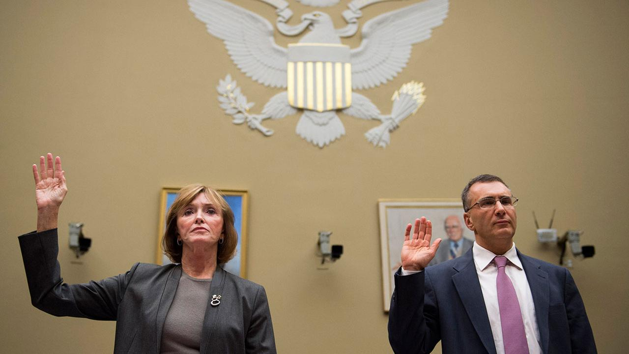 MIT economist Jonathan Gruber, right, and Marilyn Tavenner, the administrator of the Centers for Medicare and Medicaid Services, are sworn in on Capitol Hill in Washington