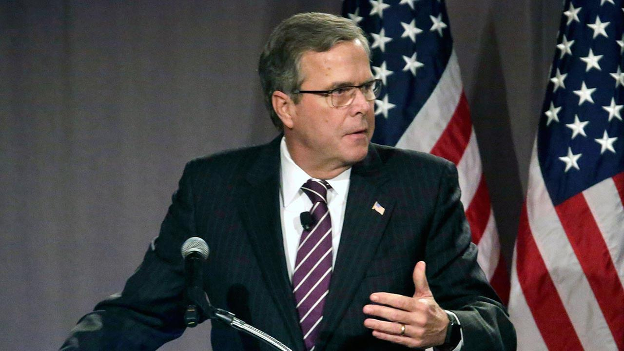 Former Florida Gov. Jeb. Bush speaks to the Chicago Council on Global Affairs