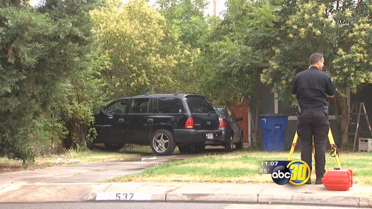 Driver suffers heart attack and crashes into home, Fresno police say