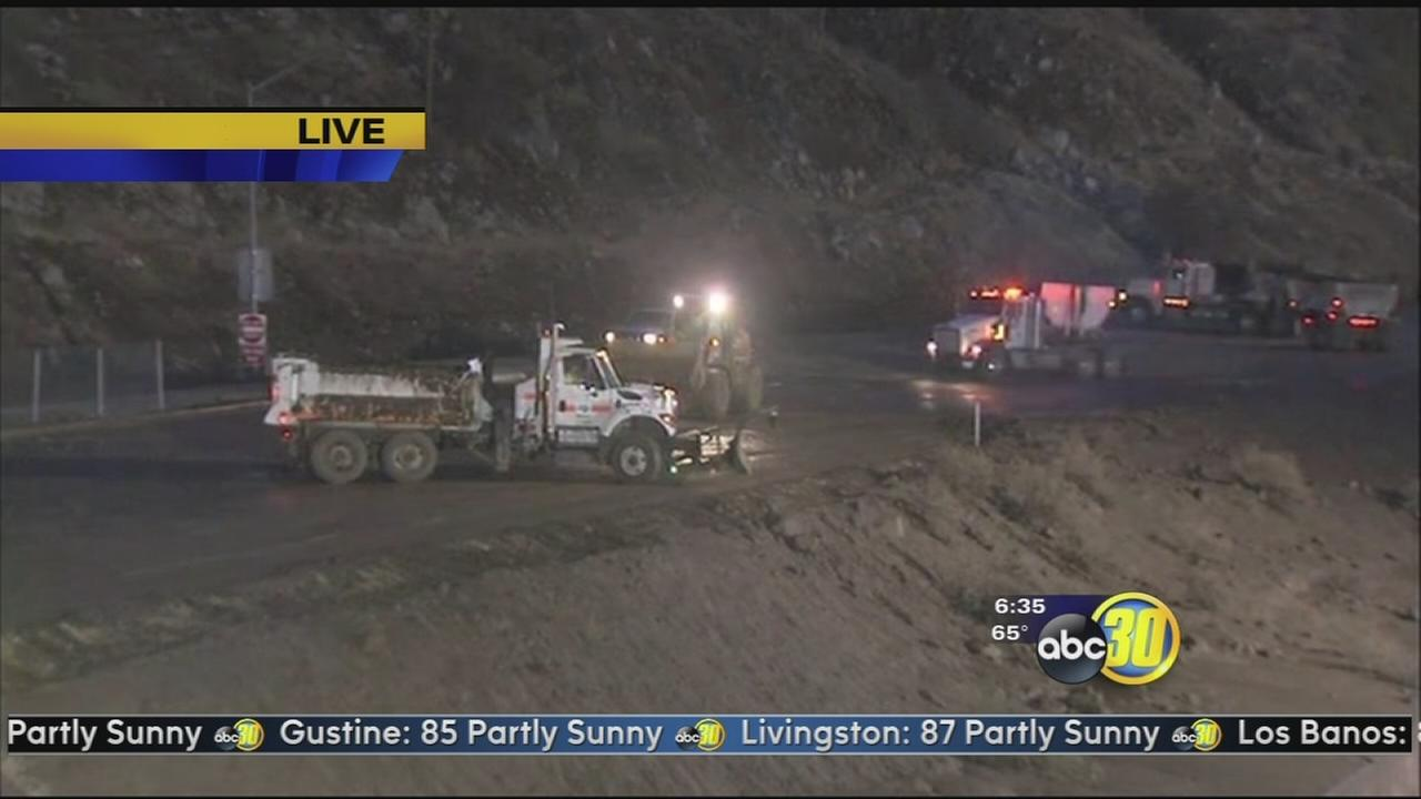 I-5 over the Grapevine remains closed following mud slide
