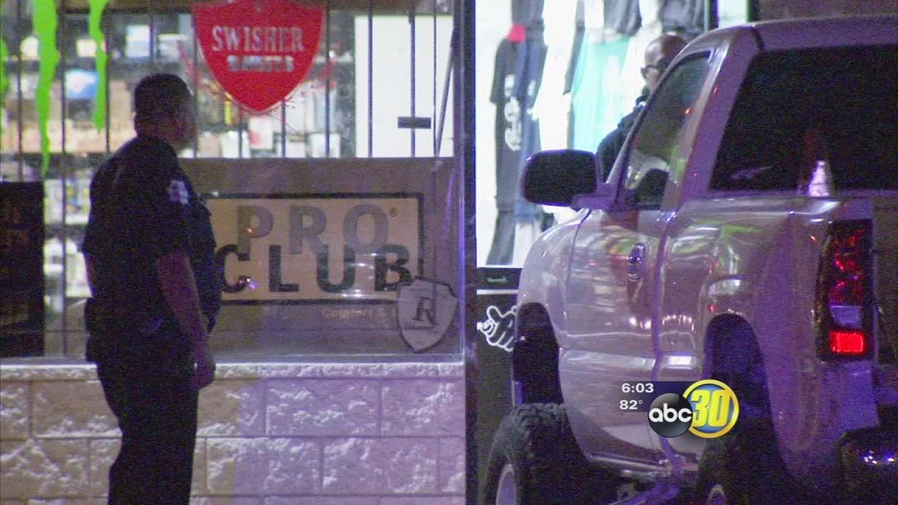 Clerk shot during robbery in Southeast Fresno