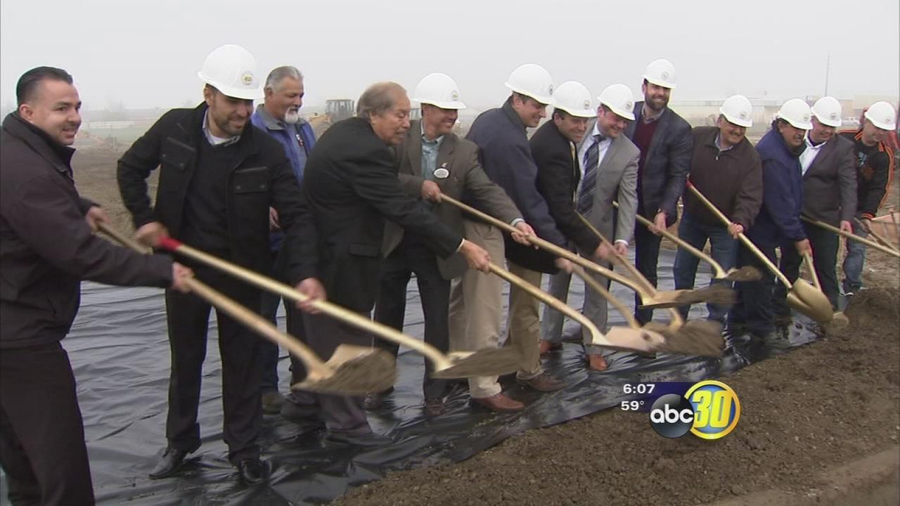 Mendota city leaders break ground on two new businesses