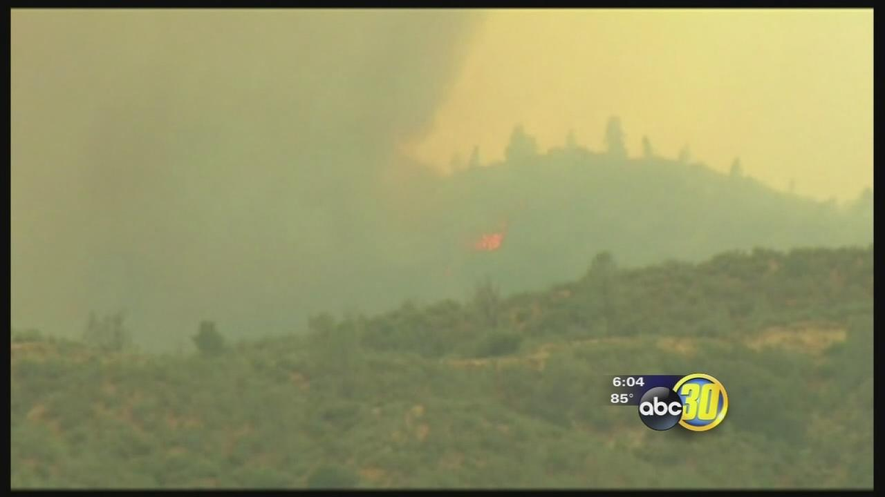Hundreds of homes in path of Kern County wildfire