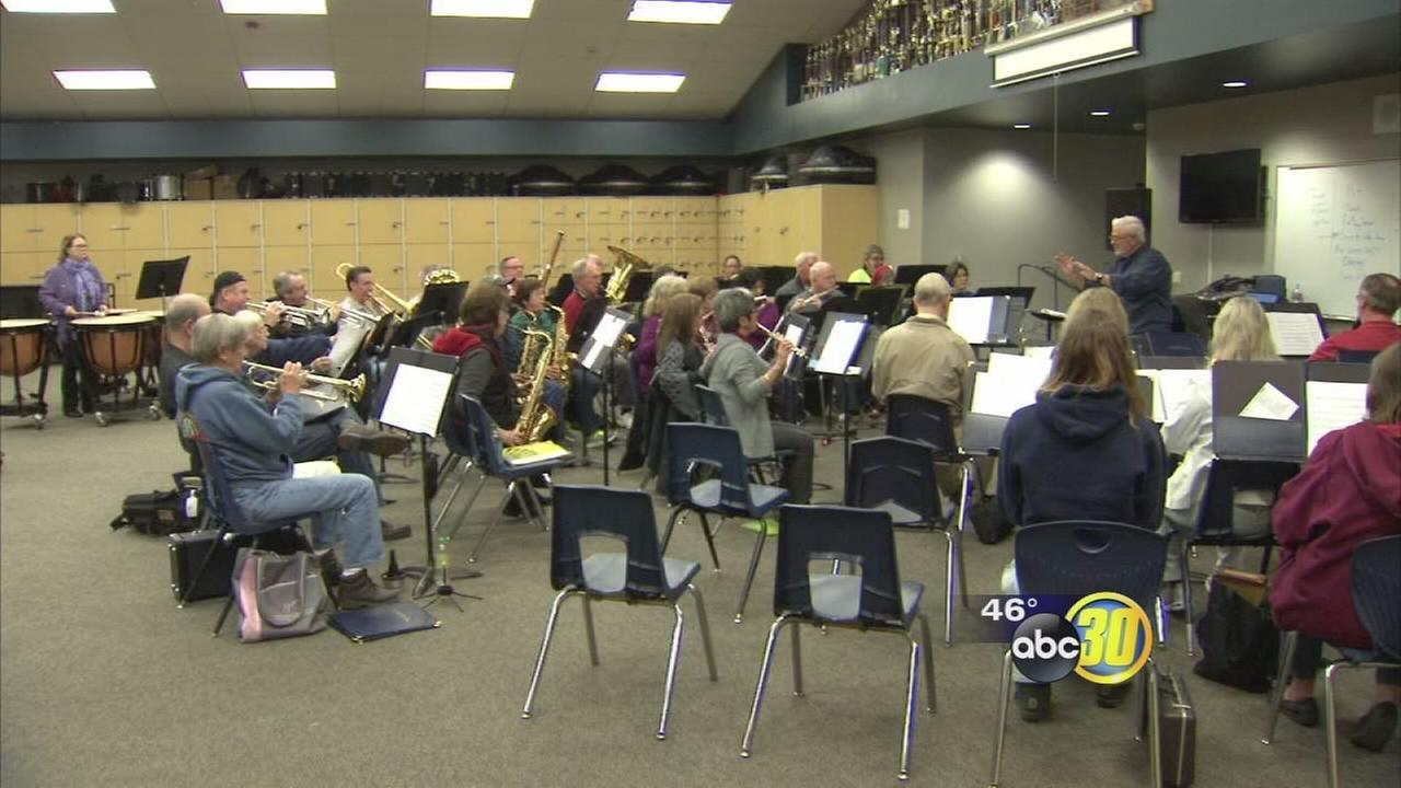 New Horizon music program teaching adults how to play