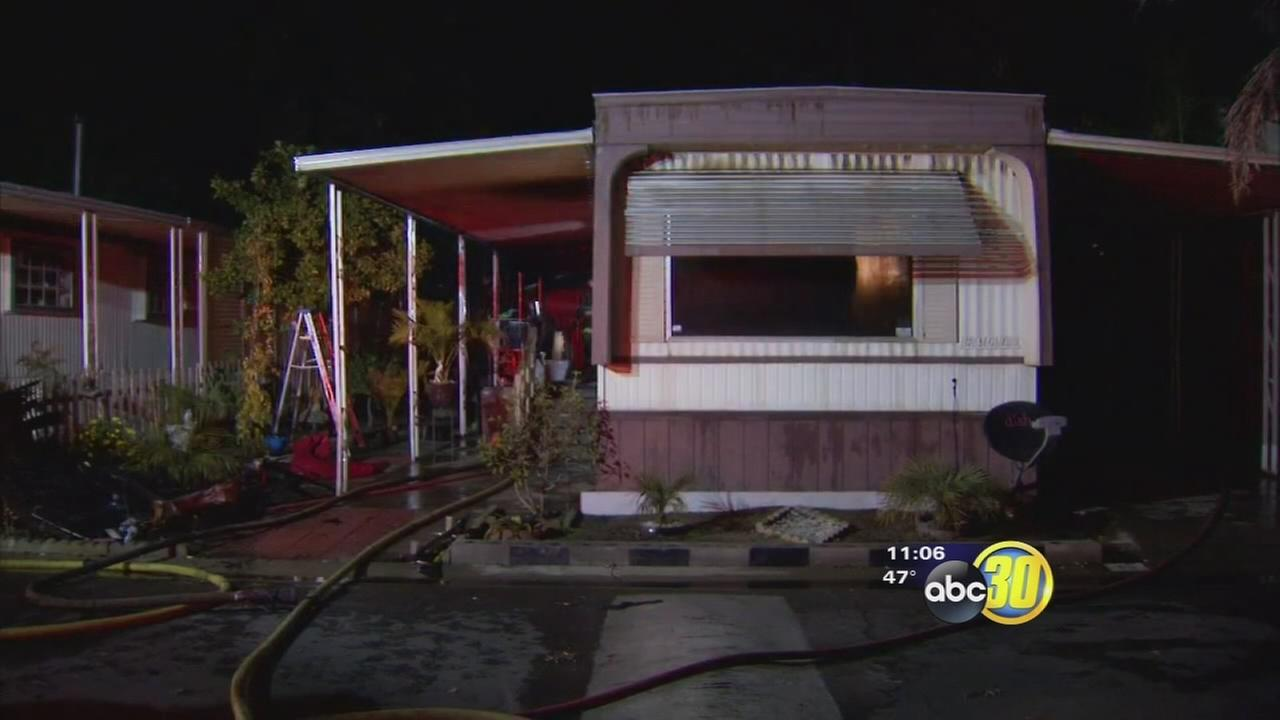 Mobile home fire in North Valley leaves 2 people homeless