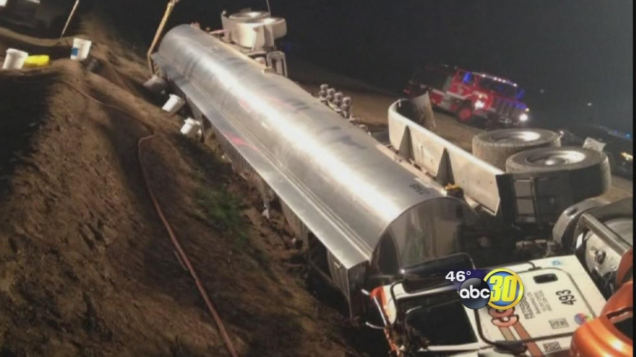 Overturned tanker causes hazmat cleanup on I-5