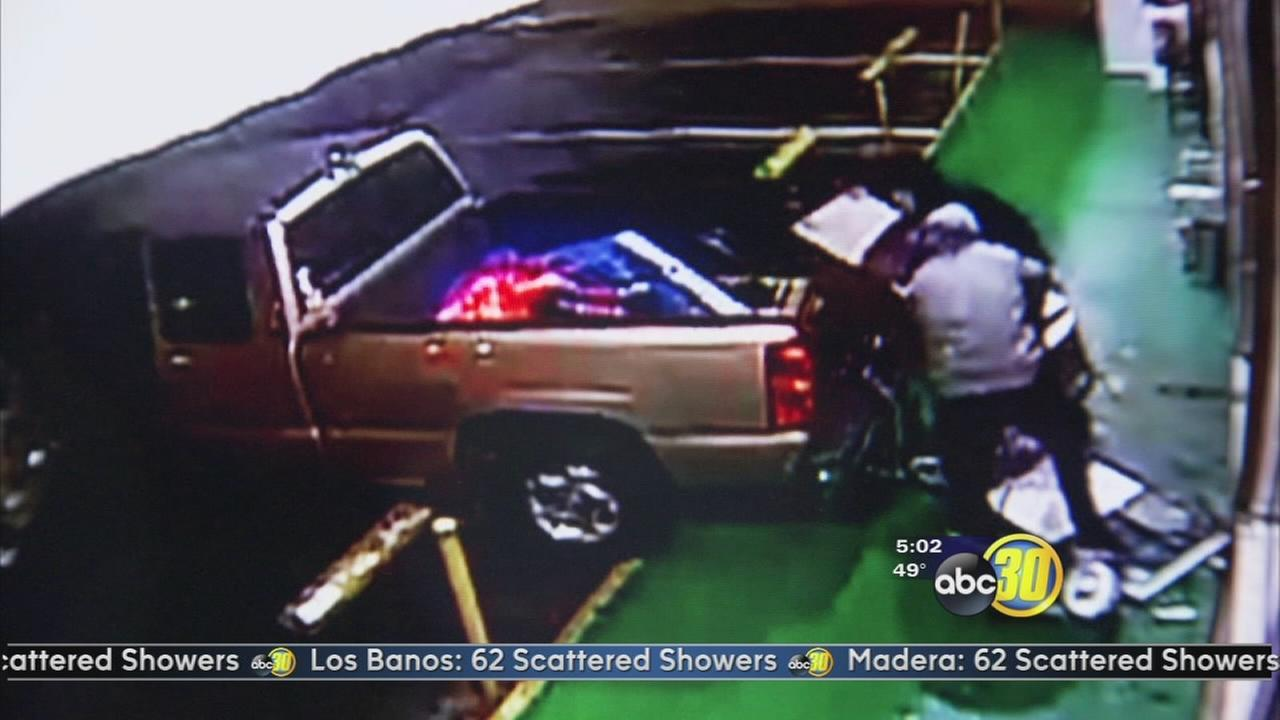 2 suspects caught on camera driving into a Fresno store to steal an ATM