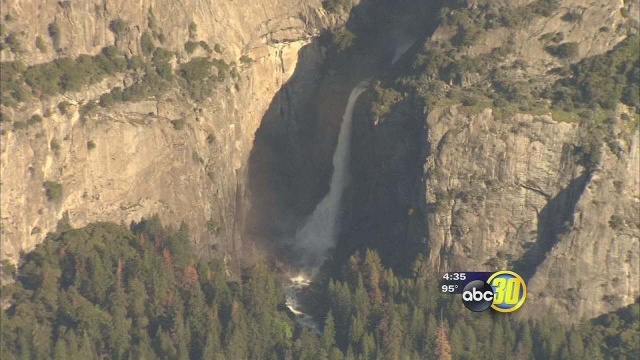 Yosemite waterfalls flowing strong due to El Ni?o storms