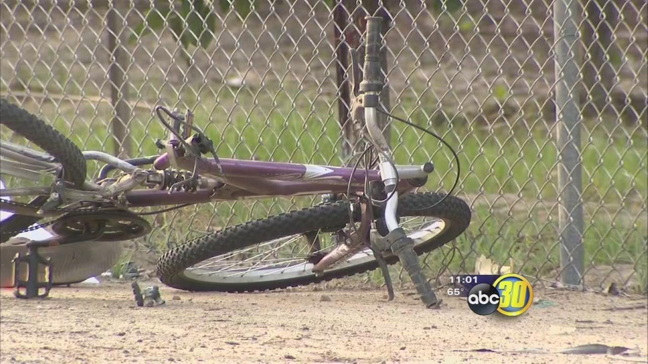 Bicyclist killed in hit and run crash east of Kingsburg