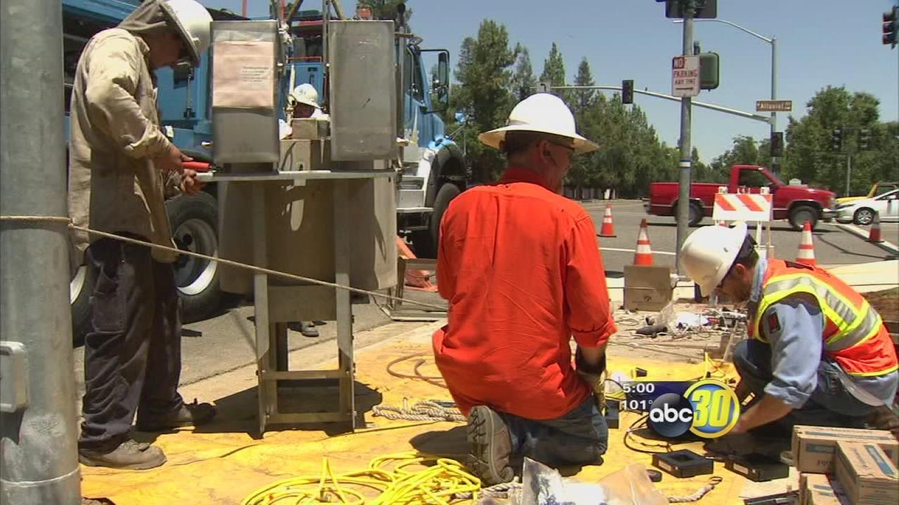 Outdoor workers brave another day of heat in Fresno