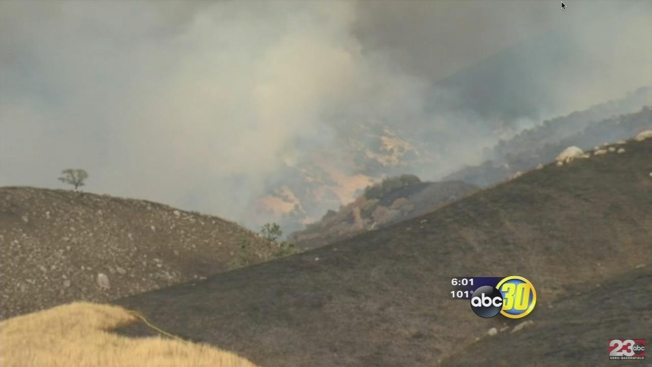 Deer Fire in Kern County scorches 2,000 acres and threatens several structures