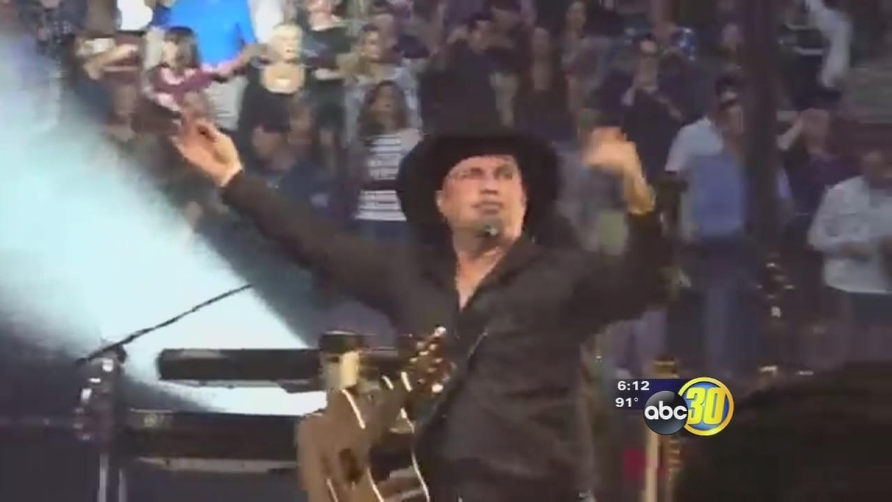 Garth Brooks heading to Fresno in a big way