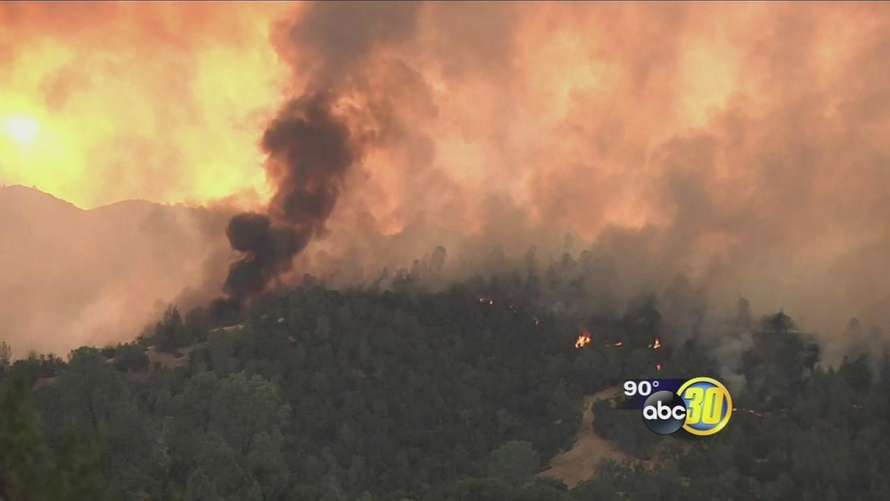 081416-kfsn-11pm-ca-wildfires-vid