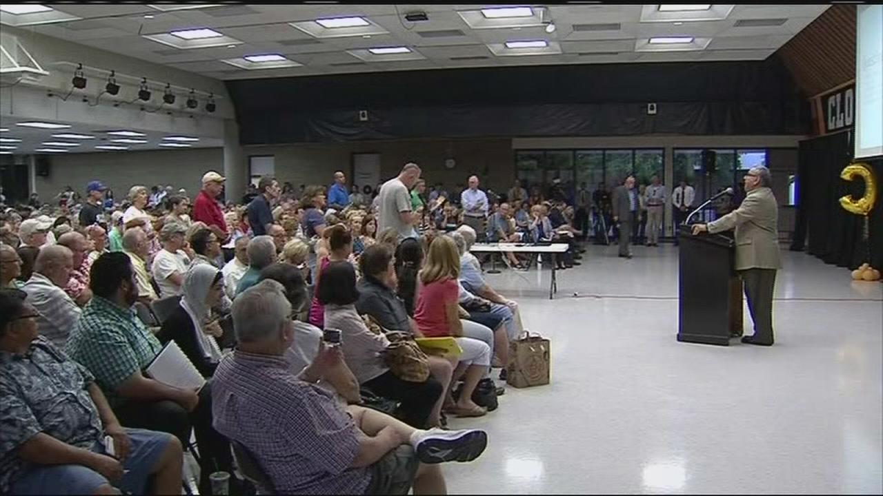 State and federal officials address crowded meeting about Northeast Fresno water problems