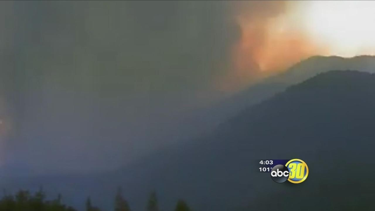 Kern County wildfire continues to burns