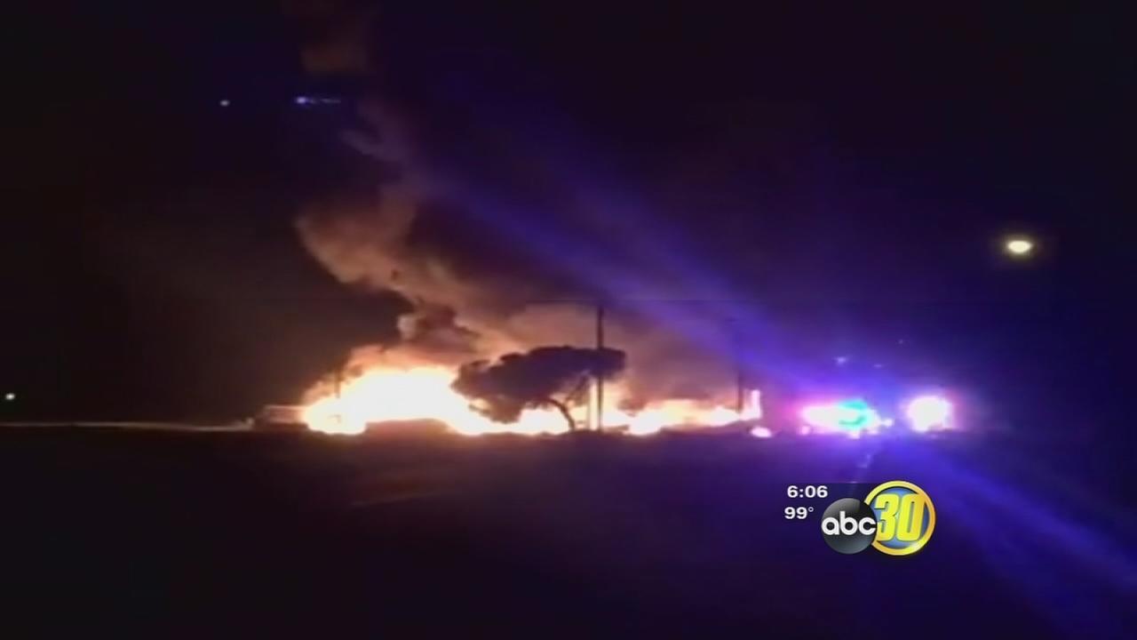 082016-kfsn-6pm-tc-warehouse-fire-vid