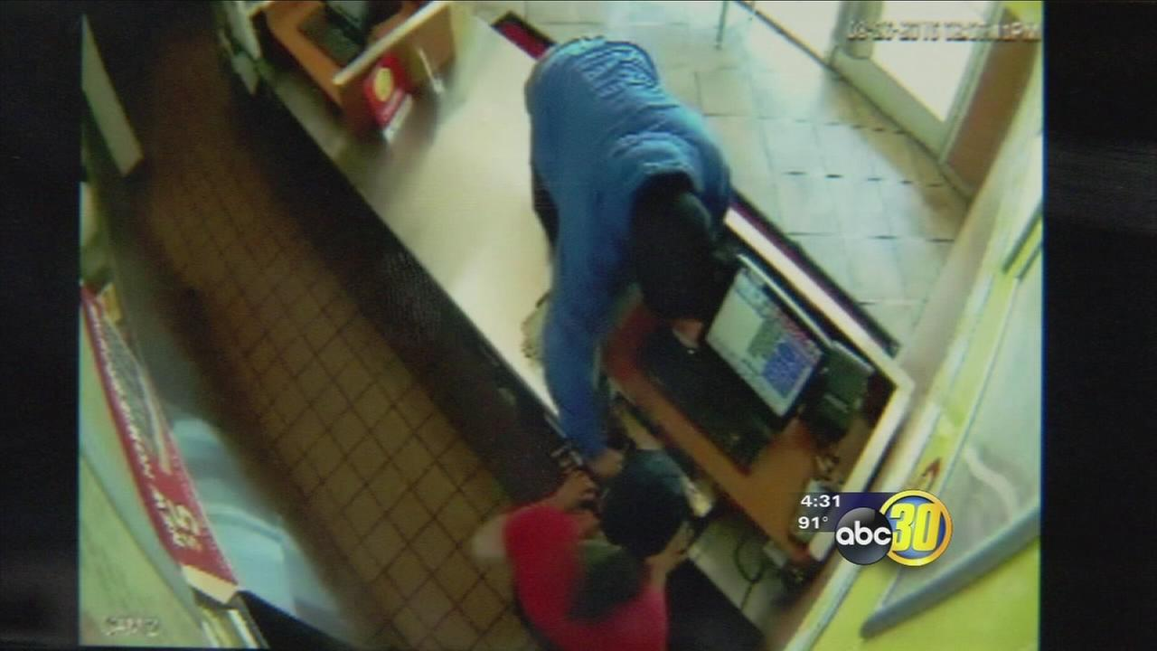 Fresno PD looking for suspect in robbery of Central Fresno pizza shop