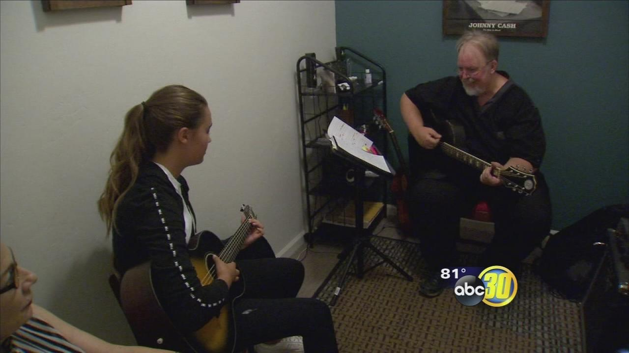Tower District shop expands classes for Fresno musicians
