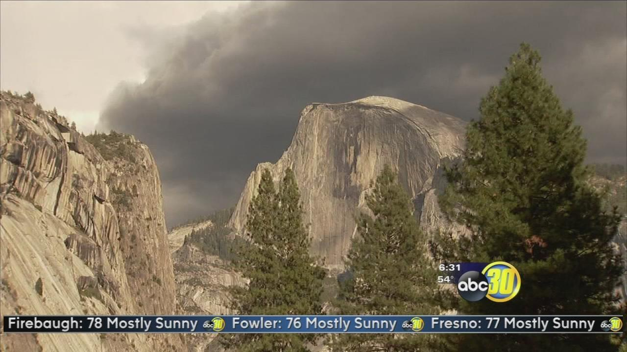 Officials search for 2 missing firefighters in Yosemite