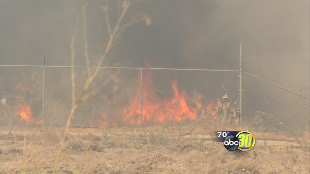 Ag burn grows uncontrolled near Sanger, threatens homes